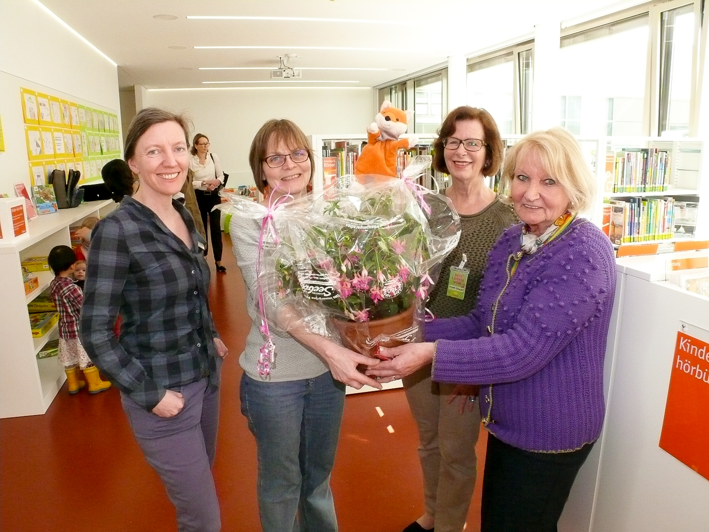 Eine Fuchsie von den Lesefüchsen Eröffnung Bibliothek Giesing