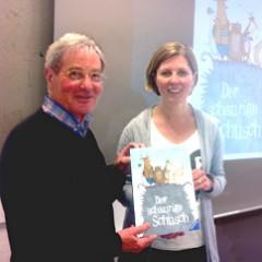 Die erfolgreiche Kinderbuchautorin Charlotte Habersack mit Hartmut Goß, dem Organisator der Offenen Abende. Foto: Meier