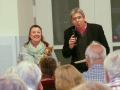 Infoveranstaltung in der Ichoschule. Michaela Hanauer-Dietmaier mit Fiona und Hans Wanger