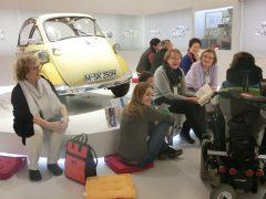 Lesefüchse beim Familientag im BMW-Museum. Foto: ca